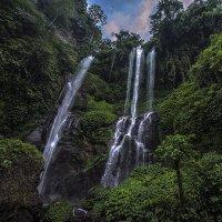 Секумпул водопад.Бали. :: Александр