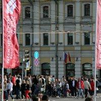 флаги окна люди или праздник как будни :: Олег Лукьянов