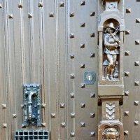 Фрагмент ворот дома Рубенса :: Елена Павлова (Смолова)