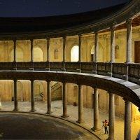 НОЧЬ, ШТАТИВ, ЯПОНЕЦ. Дворец Карла V. Альгамбра-седьмое чудо света. Гранада. :: Виталий Половинко