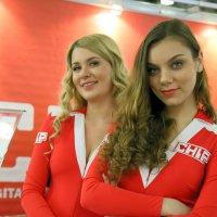 одна две красавицы(друг-ой ракурс) :: Олег Лукьянов