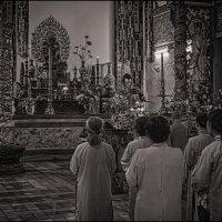 В буддийском храме :: Олег Фролов