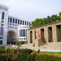 Памятник Сергею Шаумяну в Ереване :: Tata Wolf