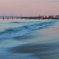 Утренний пляж. :: Виктор Евстратов