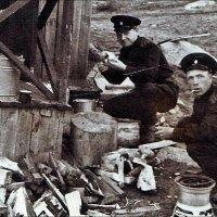 Обеденный перерыв в походных условиях. 1947 год :: Нина Корешкова