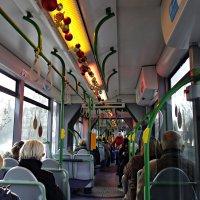 Аугсбург.  Рождественнский трамвай поднимает жителям города настроение... :: Galina Dzubina