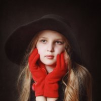 Портрет в шляпе :: Римма Алеева