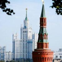 Московский Кремль и Высотка :: Елена Доброумова