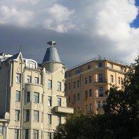 Дом с рюмкой на Остоженке. :: Галина