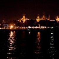 Императорский дворец с реки Чао Прайя. :: Anatoliy Pavlov