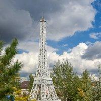 Париж в нашем парке :: юрий Амосов