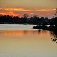 Закат на озере в городе Гусь-Хрустальном :: Валерий Толмачев