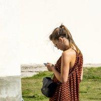 Девушка и смартфон :: Виктор Орехов