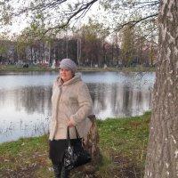 У озера.. :: Елена Семигина