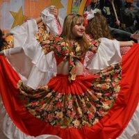 Цыганский танец :: Валерий Лазарев