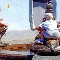 Дети на фонтане :: Владимир Ростовский