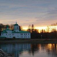 Закат. Мирожский монастырь. :: Светлана Агапова