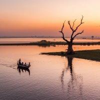 Закат на мосту У-Бейн. Бирма :: Алексей Mukusu