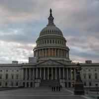 Мои старые снимки (здание Капитолия вечером, Вашингтон) :: Юрий Поляков