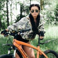 Девушка и Велосипед :: John Afanasyev