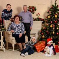 Семья у камина :: Ксения Довгопол