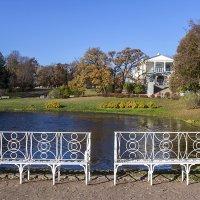 Скамеечки в Екатерининском парке :: Valerii Ivanov