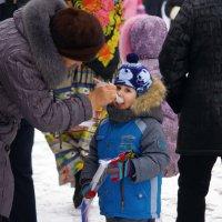 Бабушка и внучек :: Юрий Рачек