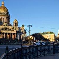 У памятника Николаю 1 :: Юрий Тихонов