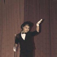 Валерия на выступлении в школьном шоу талантов «SHOWTIME – прояви себя!», г.Химки, Лицей №7 :: Владислав Лопатов