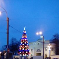 Новогодняя елка около Александра-Невской Лавры! :: Светлана Калмыкова
