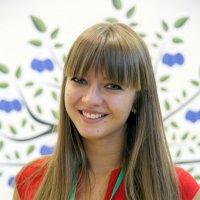 девушка и сливовица или магия девичей улыбки :: Олег Лукьянов