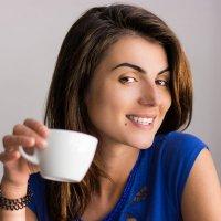 Любимая за чашечкой кофе :: Владимир Владимиров