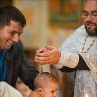 При совершении Крещения предстоят и Ангелы, но объяснить способ этого дивного рождения не может ни о :: Алексей Латыш