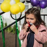 голод не тётка.., хоть конфетку съем,пока дождешься вас со школы... :: Оксана Сафонова