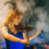 Девушка со скрипкой :: Юра Викулин