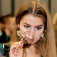 Девушка с букетом. :: Константин Рыбалко