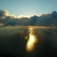 Низкая облачность над морем. :: Alexey YakovLev