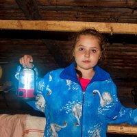 А в руках её горит маленький фонарик ... :: Анатолий. Chesnavik.