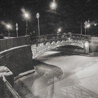 Ночная прогулка по Питеру 2 :: Evgeny Kornienko