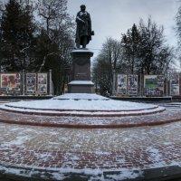 Памятник Тютчеву. Брянск 2016 :: Денис Сафронов