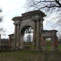 Въездные ворота в имение Екатерины Дашковой . :: Александр