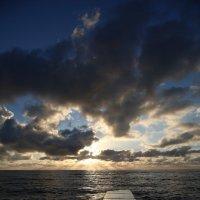 Закат в конце первого солнечного дня в Новом году :: valeriy khlopunov