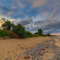 Прогулка по берегу :: Марат Макс