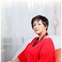 дама  в  красном :: Евгения Полянова