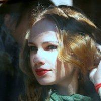 образ девушки в окошке :: Олег Лукьянов