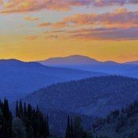 Вечер ложится на горы :: Сергей Чиняев