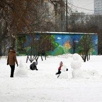 Семейное производство снеговиков :: Владимир Болдырев