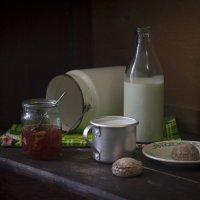 Молоко цельное, пряничек мятный. :: Оксана Евкодимова