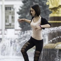 Балерина у фонтана :: Александр Аксёнов