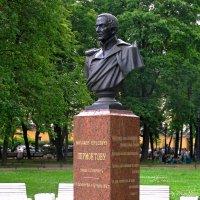 Памятник-бюст М.Ю.Лермонтову :: Сергей Карачин